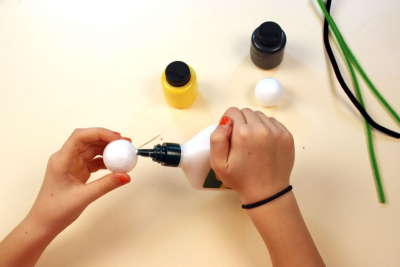 BUZZY BEE – Creating a Kazoo Puppet - Step One